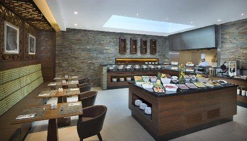Hilton Garden Inn Al Muraqabat 4*