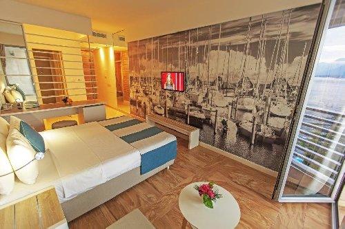 Hotel Delfin (Bijela Herceg Novi) 4*